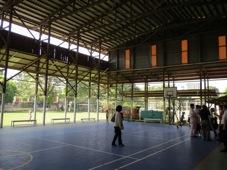 現地日本人学校の体育館